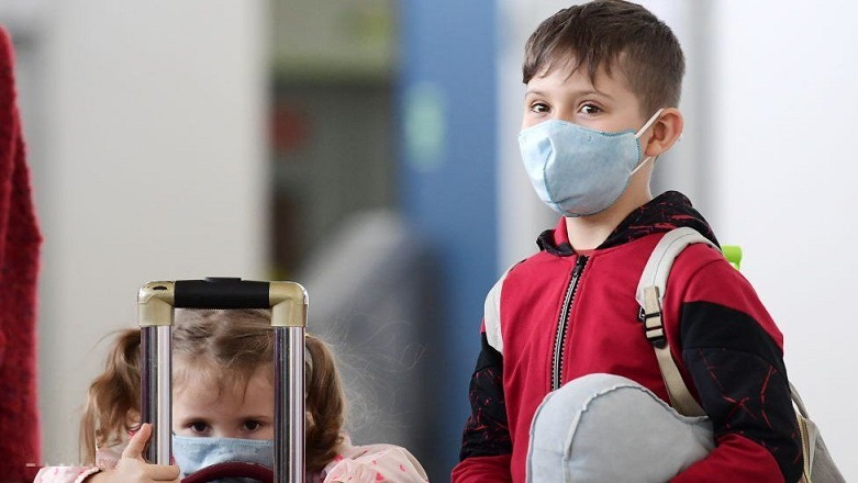 آیا استفاده از ماسک، میزان اکسیژن خون را پایین می آورد؟ + فیلم