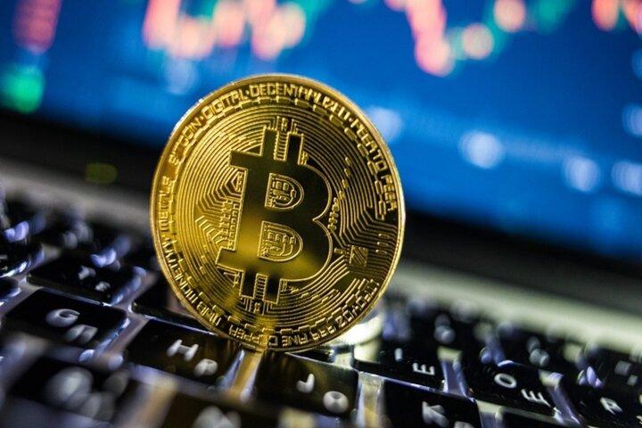ارزش بیت کوین بیش از ۱۰ درصد سقوط کرد