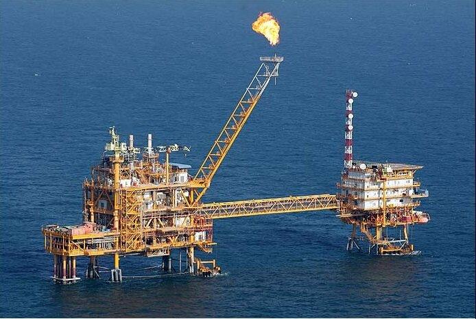 ایرادات ۳ قرارداد نفتی IPC با شرکت خارجی/ هزینههای توسعه ۵ برابر آب میخورد