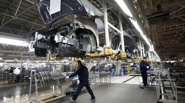 کمای ۴ساله تولید/صنعت خودروسازی مهمترین عامل رشد بالای پنج درصد شاخص کل تولید صنعتی/کدام صنایع پتانسیل رشد دارند؟