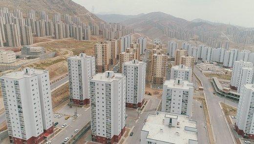 درآمد سالانه کارگران به اندازه پول نیم متر خانه در تهران/ فحش مسکن مهر را شنیدم اما دولت از آن استفاده کند!