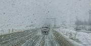 برف و باران در محورهای ۲۴ استان و انسداد ۱۳ جاده/ترافیک راهها کمتر شد
