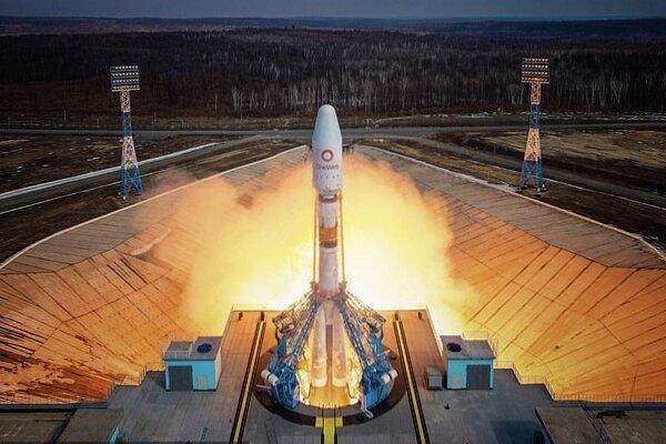 ۳۶ ماهواره اینترنتی «وان وب» به فضا رفتند + تصاویر