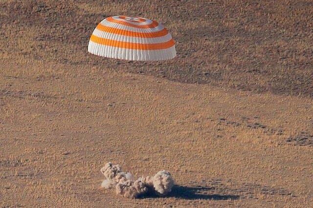 ۳ فضانورد در قزاقستان فرود آمدند