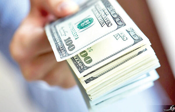 افزایش ۲۸درصدی قیمت دلار در مقایسه با تیر ماه پارسال / دامنه نوسان ۱۳هزار تومانی طی یکسال
