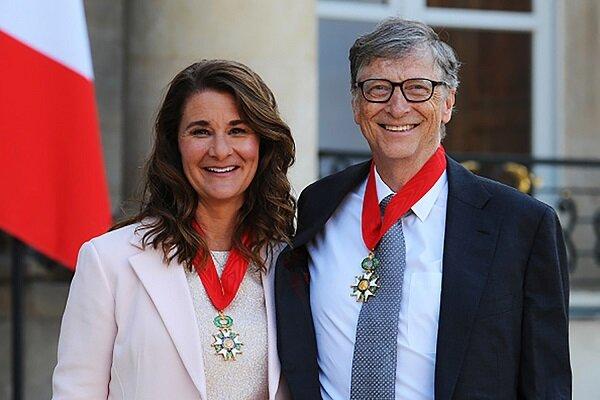 مشاهده بیل گیتس با حلقه ازدواج پس از اعلام جدایی + تصاویر