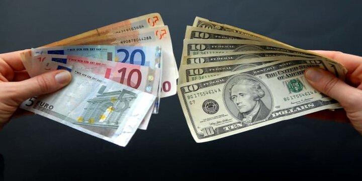 تزریق یورو در کف ۱۴۰۰؛عرضه دلار نصف شد/در بازار ارز چه خبر است؟