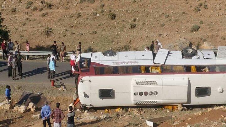 آخرین جزییات از واژگونی اتوبوس حامل خبرنگاران/ راننده اتوبوس بازداشت شد