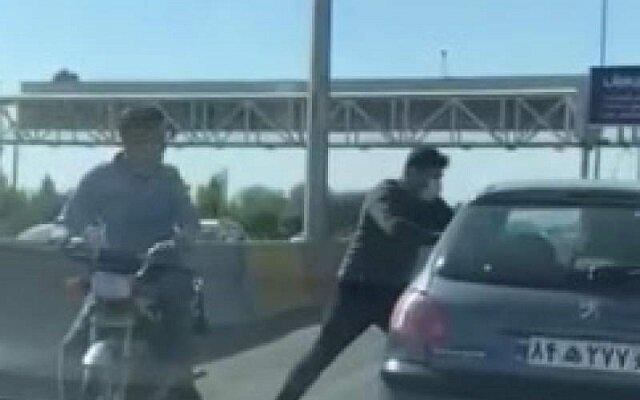 دستگیری زورگیران خشن اتوبان کرج + فیلم زورگیری