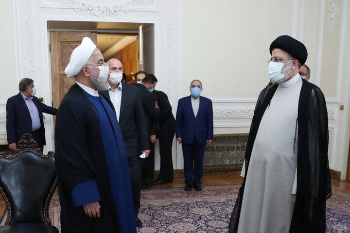 روحانی کلید دفتر ریاست جمهوری را تحویل رئیسی داد+تصاویر و فیلم