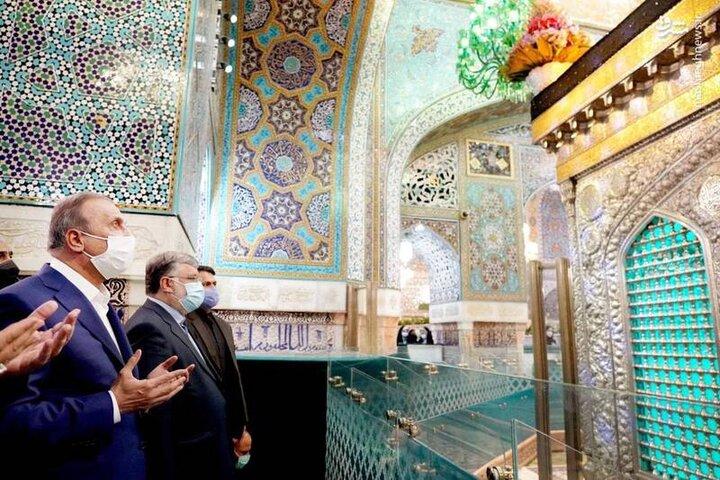 عکس/ حضور نخست وزیر عراق در مرقد مطهر امام رضا(ع)