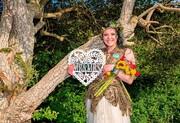بیش از ۷۰ زن معترض به جنگلزدایی در بریتانیا با درختان «ازدواج» کردند