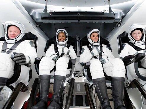 توریستهای فضایی اسپیس ایکس به زمین بازگشتند