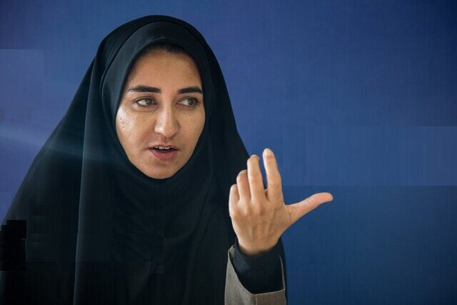 سخنان تند سارا فلاحی نماینده ایلام در حضور رییس جمهور +فیلم