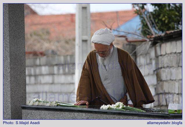 تصویری عجیب از قبر همسر علامه حسن زاده در منزلش +عکس