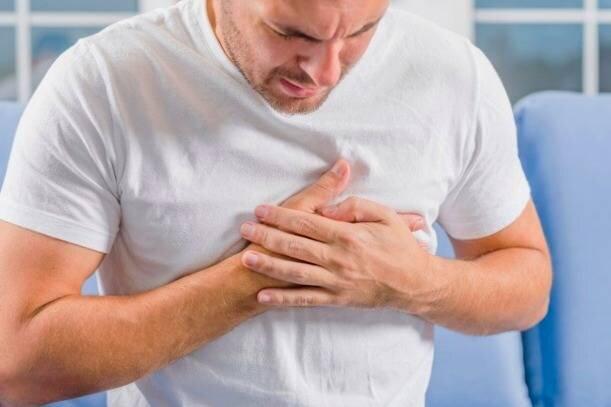 علائمی که بدن یک ماه قبل از سکته قلبی نشان میدهد