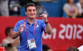 ببینید   خوشحالی جالب محمد بنا پس از صعود علی اکبر یوسفی به فینال جام جهانی