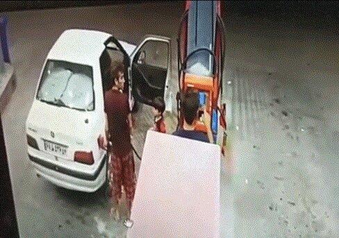 آتش سوزی پژو پارس در پمپ بنزین به علت استفاده از تلفن همراه + ویدیو