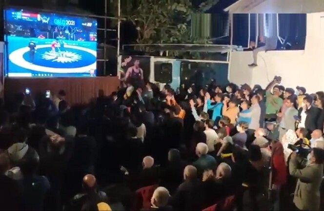 خوشحالی آملیها پس از کسب مدال طلا محمد هادی ساروی + ویدیو